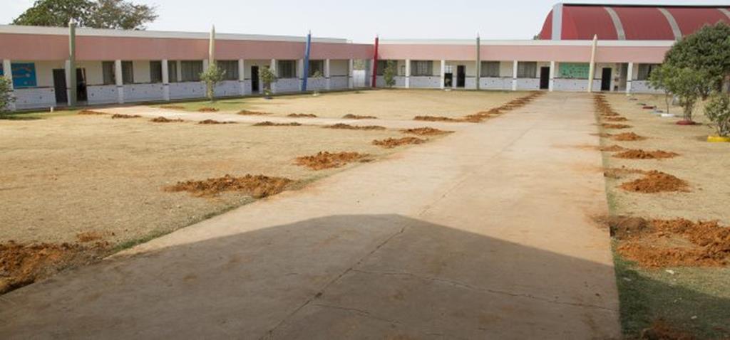 Passarelas cobertas começam a ser construídas no Paulo Freire