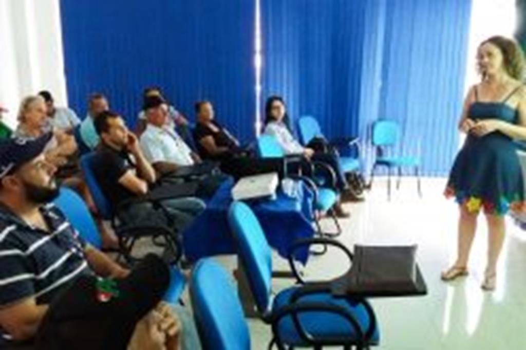 Pequenos produtores participam de reunião sobre Selo da Agricultura Familiar