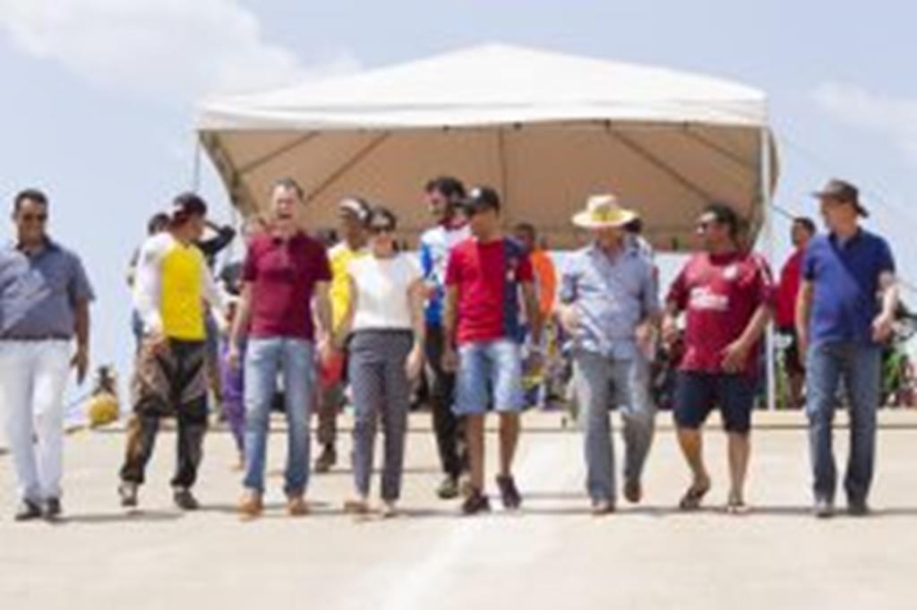 Prefeito Fábio entrega pista de bicicross à comunidade