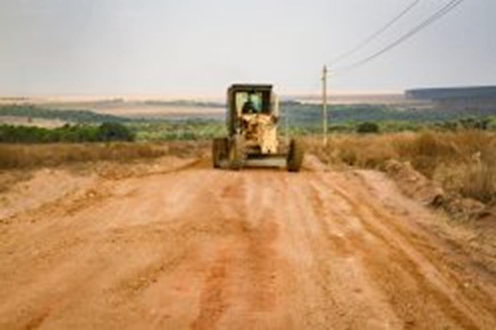 SMOV encascalha 5 quilômetros de estrada na Agrovila João Ponce de Arruda