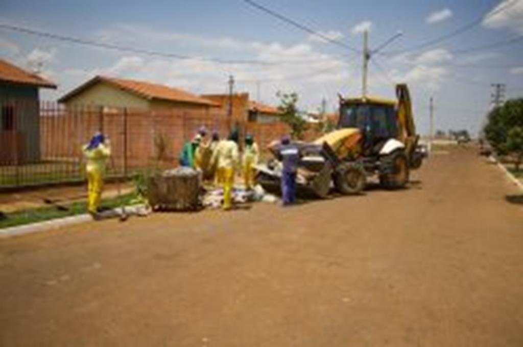Secretaria de Obras recolhe mais de 30 toneladas de lixo e entulho no Santa Rosa