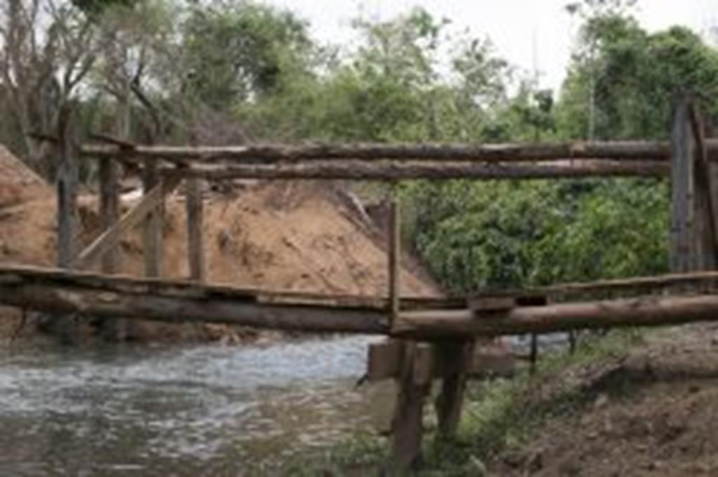 Ponte do Peraputanga começa a ser reconstruída