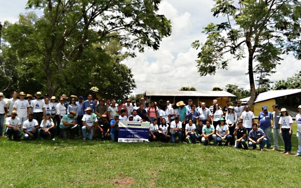 Dia de Campo sobre leite reuniu produtores e técnicos na Agrovila João Ponce de Arruda