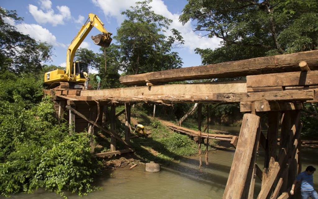 Secretaria de Obras retoma obras da nova ponte do Rio Peraputanga