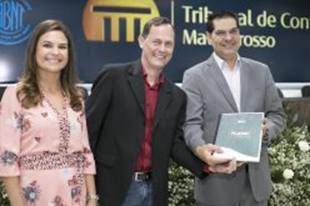 Campo Verde entrega Plano de Desenvolvimento Estratégico ao TCE/MT