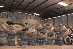 Sem espaço em barracão, SEDAM suspende recebimento de pneus velhos