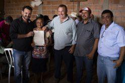 Assentados do Dom Ozório recebem título de propriedade dos lotes
