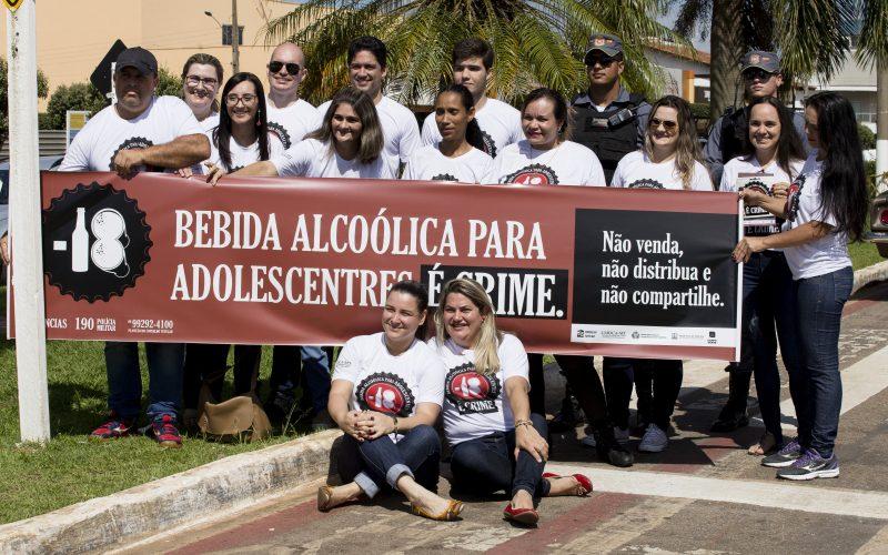 Com apoio da Prefeitura, Conselho Tutelar e Juizado da Infância e Adolescência realizam campanha contra venda de bebidas alcoólicas a menores