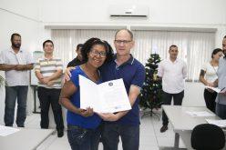 Moradores da Cohab Jupiara recebem título de posse de imóveis