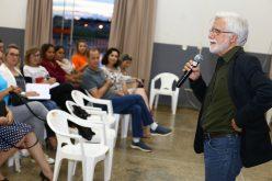 José Pacheco ministra palestra a professores da rede municipal