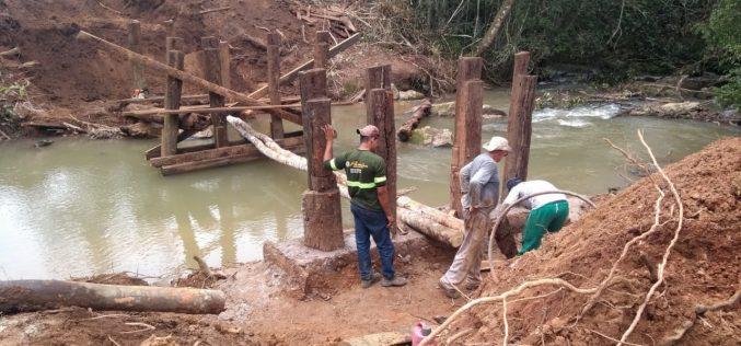 Prefeitura reconstrói ponte sobre o Córrego Varjão