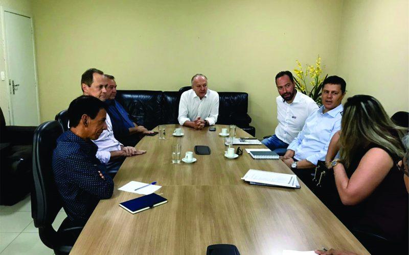 Prefeito, vice e secretário participam de reunião com vice-governador