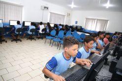 Escolas Paraíso e Paulo Freire recebem novos computadores para laboratórios de informática