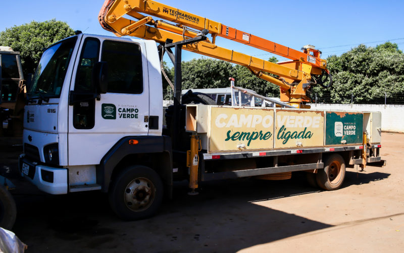 Prefeitura investe na aquisição de mais um caminhão para manutenção da iluminação pública