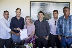 Prefeito entrega reivindicações da área da saúde a senadora Selma Arruda
