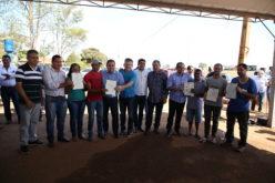 Governador entrega títulos de propriedade a moradores do Residencial Cuiabá