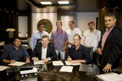 Mauro Mendes entrega títulos a moradores do Residencial Cuiabá nesta sexta-feira