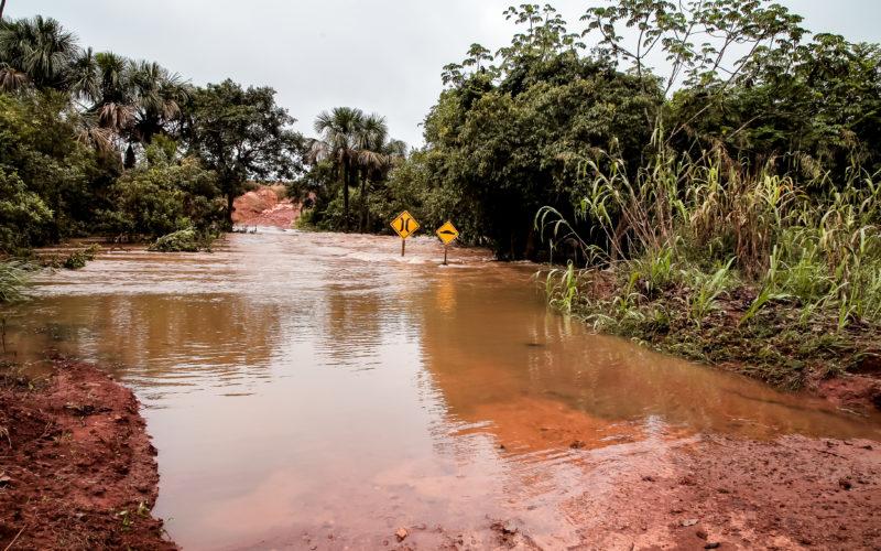 Chuvas danificam estradas, aterros e pontes na região rural de Campo Verde
