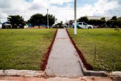 Passarelas e rebaixamento de meios-fios melhoram acessibilidade e aumentam a segurança para pedestre