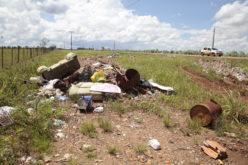 Prefeitura alerta para entulho depositado as margens de rodovia