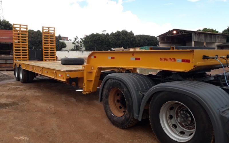 Secretaria de Obras e Viação recebe carreta-prancha para transporte de máquinas