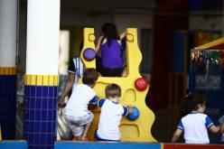 Município distribuirá cestas com alimentos a famílias de alunos carentes