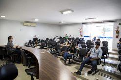 Fiscais e policiais militares participam de reunião sobre normas restritivas à Covid-19