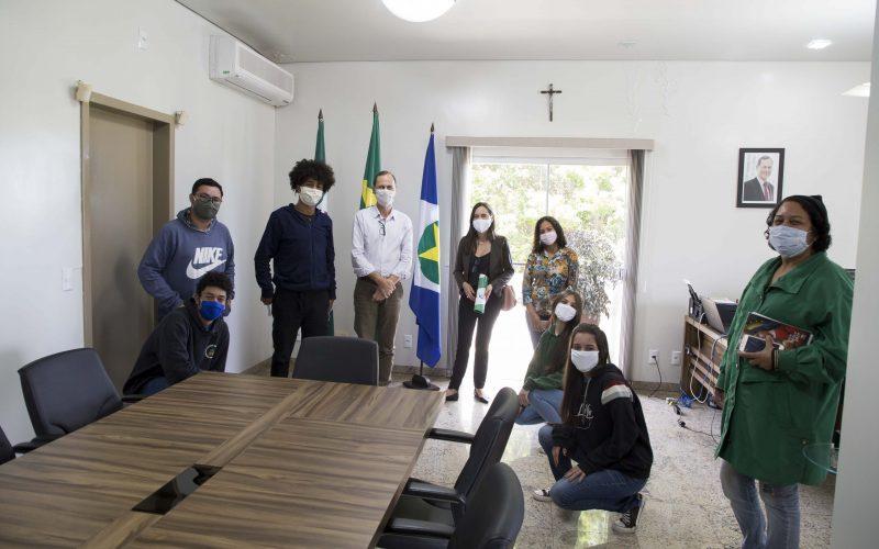 Jovens reúnem-se com o prefeito Fábio e debatem Democracia e Cidadania