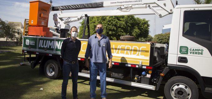 Veículos e equipamento são entregues à Secretaria de Obras e Viação