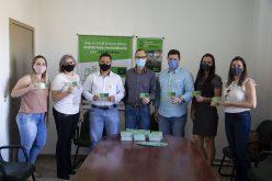 """Sicredi Cerrado repassa ao Município vouchers do projeto """"Recicla Verdinho"""""""