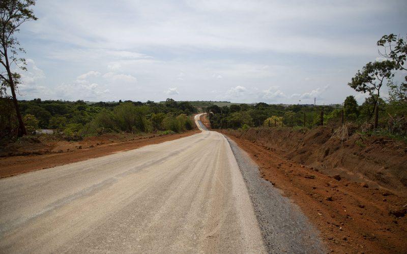 Pavimentação parcial de estrada rural deve ser concluído nos próximos dias pela Prefeitura de Campo Verde