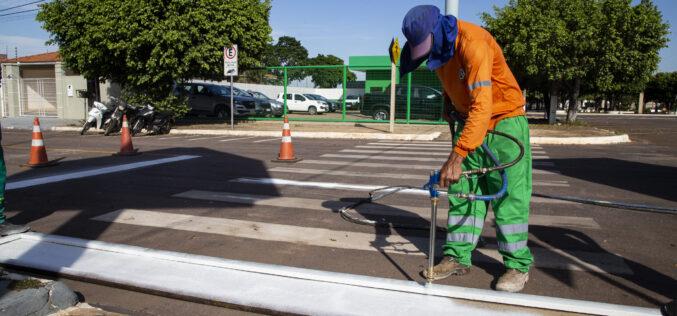 Prefeitura investe na melhoria da sinalização viária urbana e na identificação de ruas