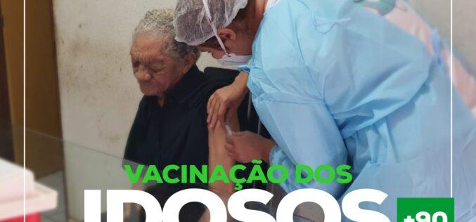 VACINAÇÃO DE IDOSOS COM MAIS DE 90 ANOS COMEÇOU HOJE